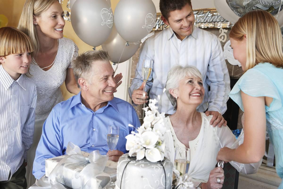 Что дарят на нефритовую свадьбу?